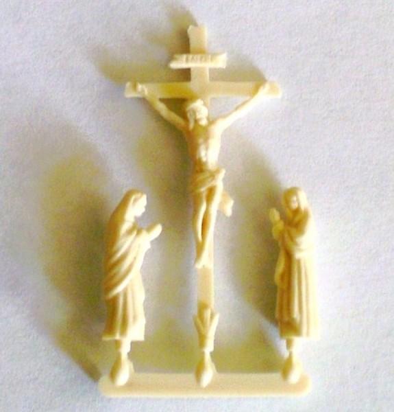 Kreuzigungsgruppe aus Kunststoff beige am Anguss, Bastelartikel