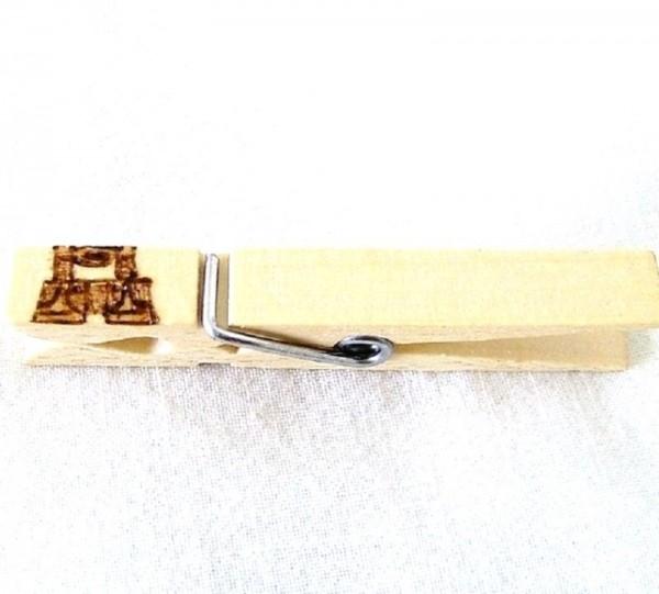 Wiesnglupperl Holzklammer mit Motiv Lederhose, einseitig