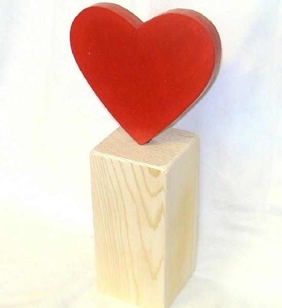 Deko Herz rot bemalt aus Holz im Landhausstil