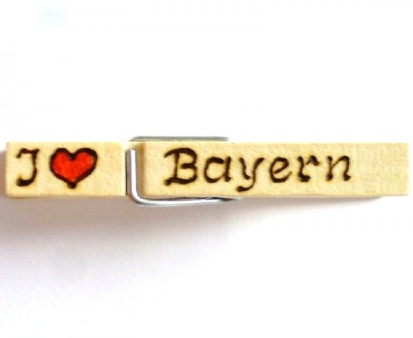 Holzklammer mit Motiv Herz u. Spruch I love Bayern, einseitig