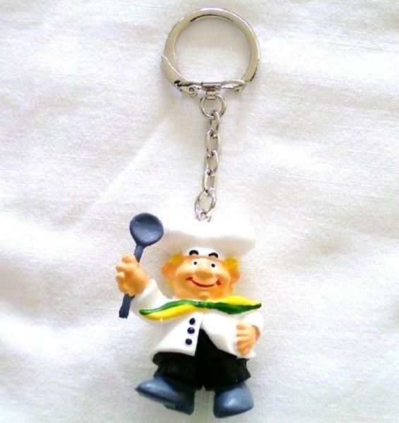 Schlüsselanhänger mit Sammelfigur Koch aus Plastik