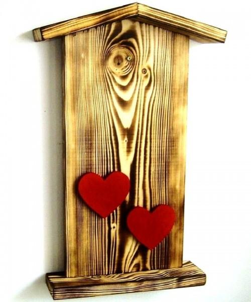 Türschild Fichtenholz beflammt, mit 2 roten Herzen