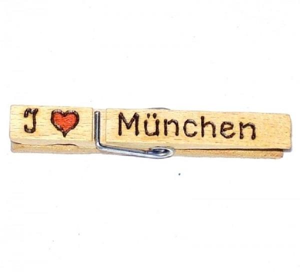 Holzklammer mit Motiv Herz und Spruch I Love München