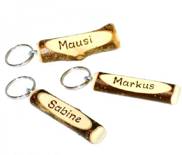 Schlüsselanhänger Miniholzprügel mit Ring u. Beschriftung