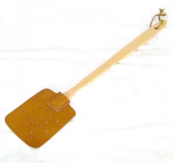 Fliegenklatsche aus Leder mit Holzgriff