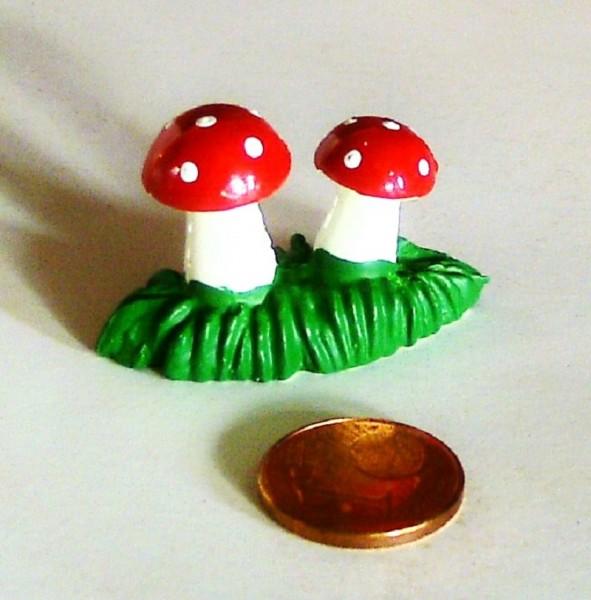 Mini Deko Fliegenpilze auf Grassockel, aus Plastik