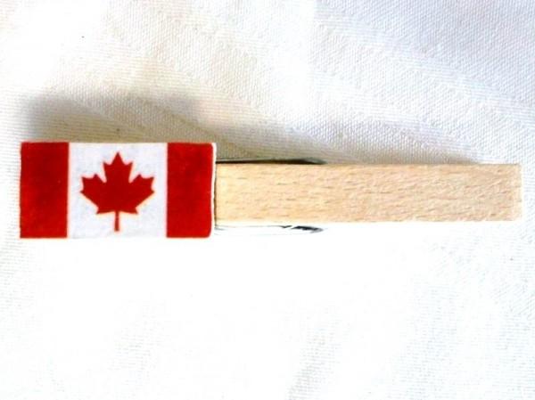 Holzklammer mit Flagge Kanada, Holzapplikation