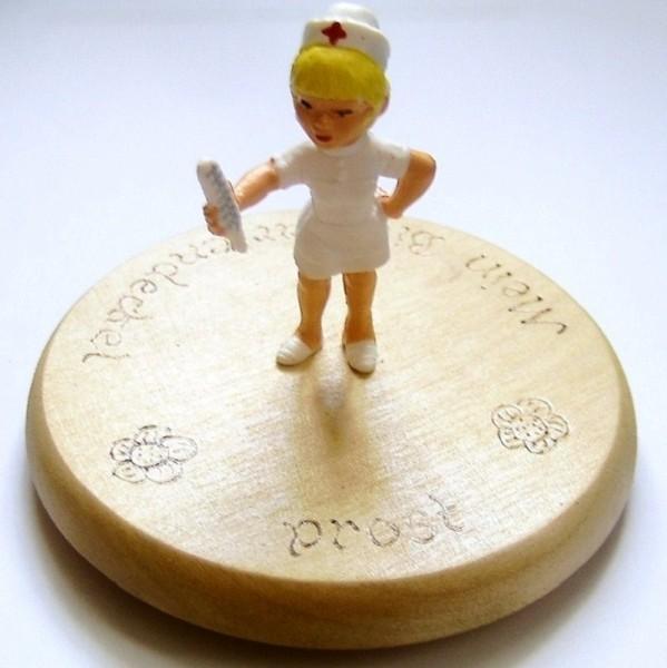 Bierdeckel Holz mit Spruch und Krankenschwester Plastik