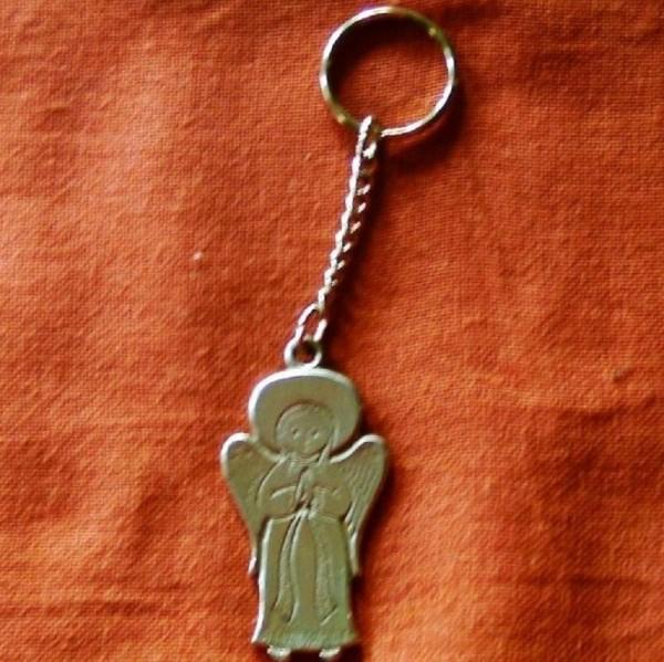 Schlüsselanhänger Schutzengel, betend aus Metall