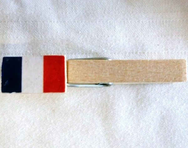 Holzklammer mit Flagge Frankreich, Holzapplikation