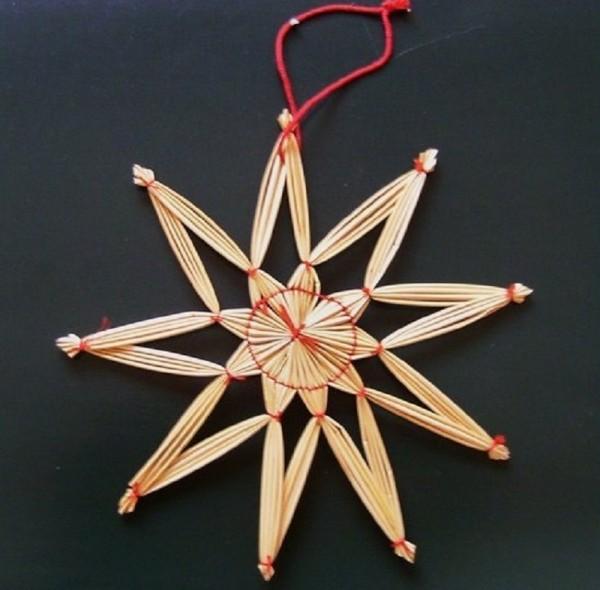 Strohstern 17cm Stern mit rotem Faden Stroh Baumschmuck