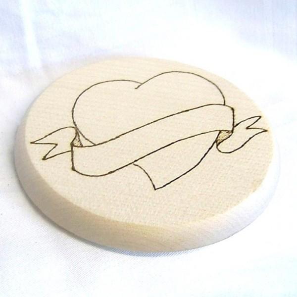 Bierdeckel Holz mit Brandmalerei Herz natur Wunschname