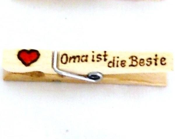Holzklammer mit Motiv Herz u. Spruch Oma ist die beste, einseitig