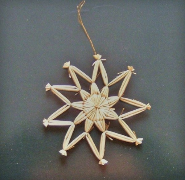 Strohstern 9cm Stern mit goldenen Faden, Stroh Baumschmuck