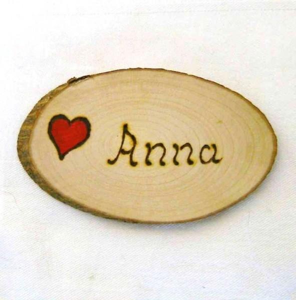Anstecknadel Naturholz, Namenskarte 5x7-8cm mit Herz und Name