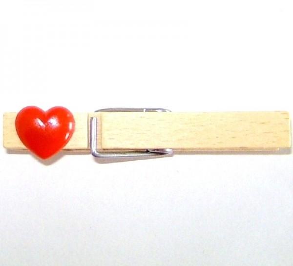 Holzklammer mit Applikation Herz rot aus Kunststoff