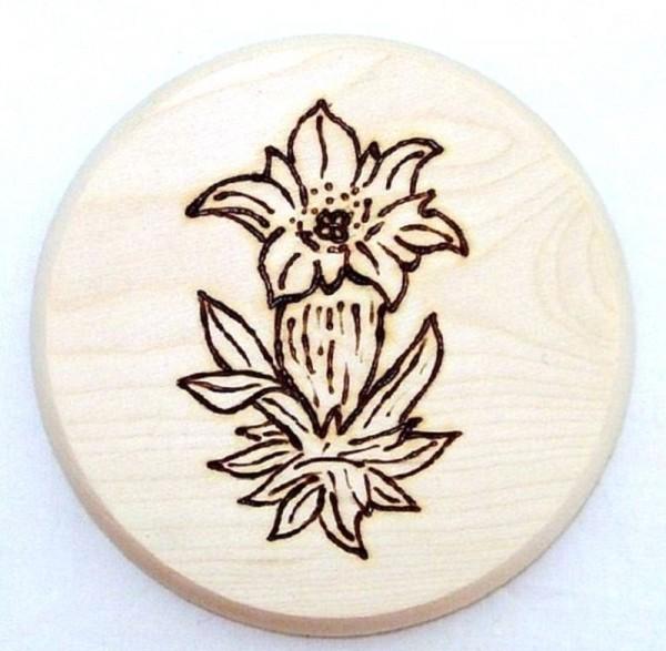 Bierdeckel aus Holz mit Brandmalerei Motiv Blume Enzian