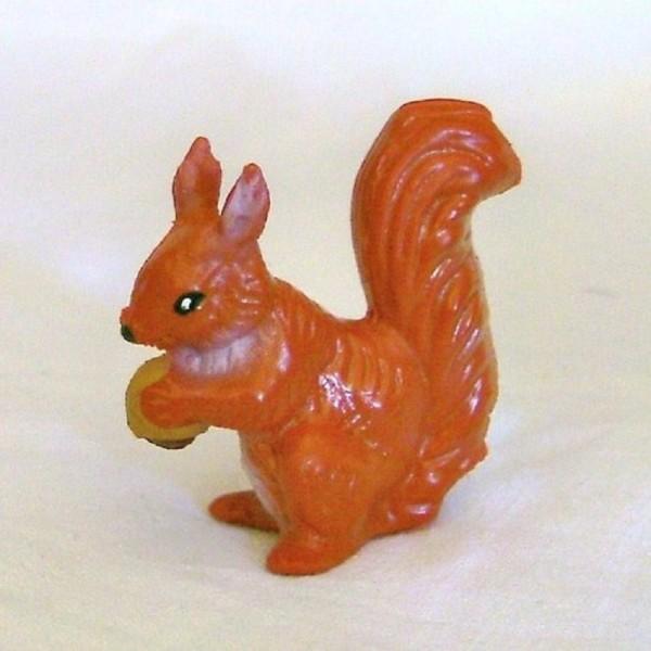 Tierfigur Eichhörnchen mit Nuß, Sammelfigur aus Plastik