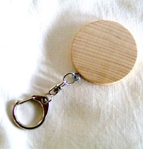 Schlüsselanhänger mit Holzscheibe rund mit Beschriftung
